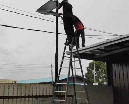 solar led street light install
